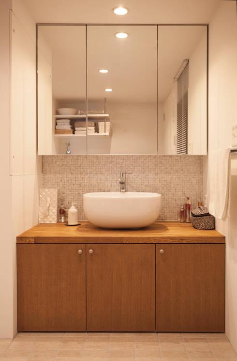 Ванные комнаты в . Автор – 株式会社ブルースタジオ