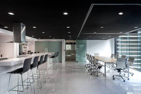 Electrolux . Corporativo + ShowRoom en CDMX: Estudios y oficinas de estilo minimalista por Bahía de Conceptos
