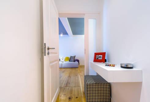 Apartamento Graça: Corredores e halls de entrada  por Espaço Mínimo
