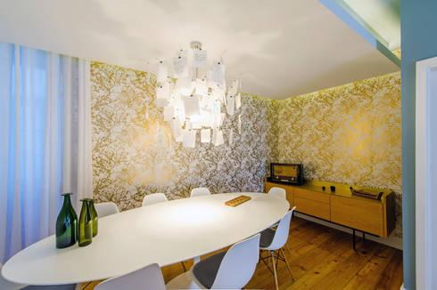 Apartamento Graça: Salas de jantar ecléticas por Espaço Mínimo