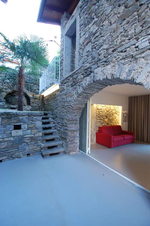 Vacanza d'atmosera sul lago: Case in stile in stile Minimalista di Arch. Francesco Antoniazza - Dimore di Lago