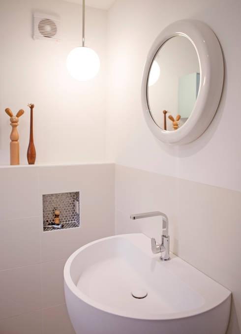 De badkamer :  Badkamer door IJzersterk interieurontwerp
