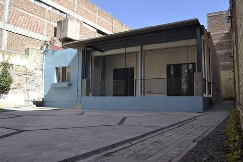 Terraza:  de estilo  por CUBO ROJO Arquitectura