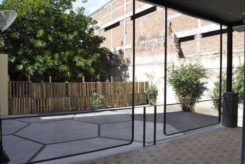Casa Alicia:  de estilo  por CUBO ROJO Arquitectura