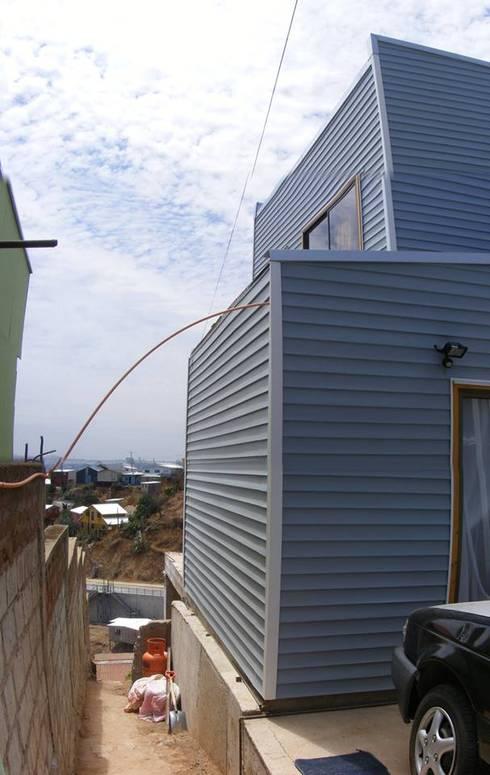 MARCELA CARRERAS - AUTO CONSTRUCCIÓN ASISITDA: Casas de estilo  por M25