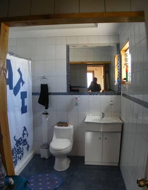 MARCELA CARRERAS - AUTO CONSTRUCCIÓN ASISITDA: Baños de estilo  por M25