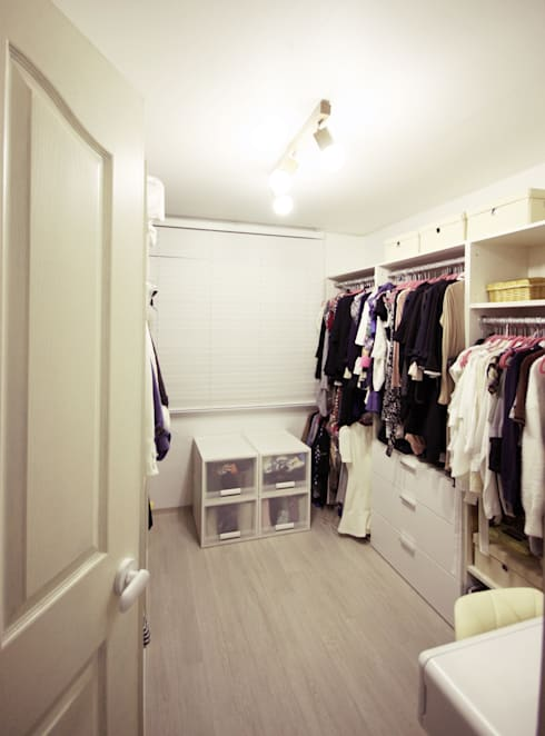 modern Dressing room by homelatte