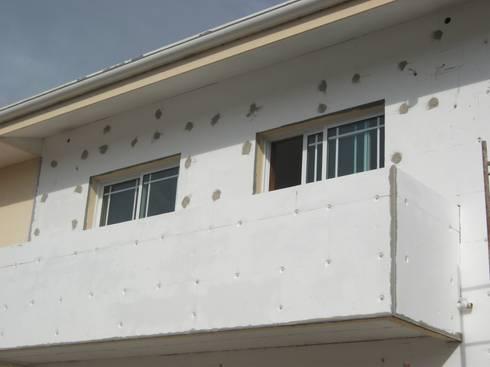 Remodelação de moradia unifamiliar:   por SERVI24® | Toda as obras