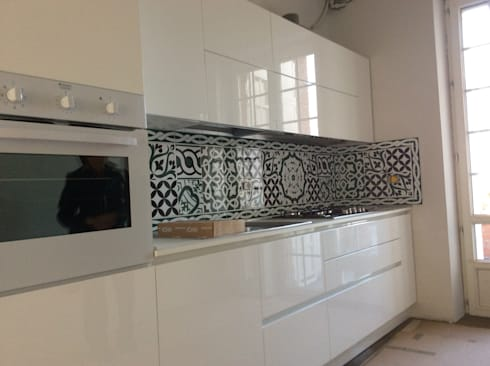 Case private di cear ceramiche azzaro romano srl homify for Piastrelle cucina caltagirone