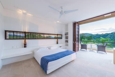 Casa Loma: Habitaciones de estilo minimalista por David Macias Arquitectura & Urbanismo