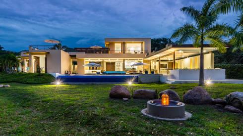 Casa Loma: Casas de estilo minimalista por David Macias Arquitectura & Urbanismo