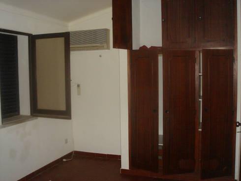 Before - Bedroom:   por Architecture Tote Ser