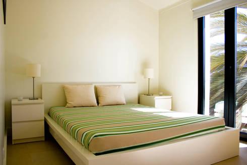 After - Bedroom:   por Architecture Tote Ser