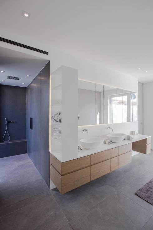 Ванные комнаты в . Автор – BPLUSARCHITEKTUR