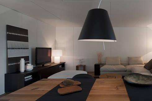 Soyo Village: Salas de estar modernas por Jular Madeiras