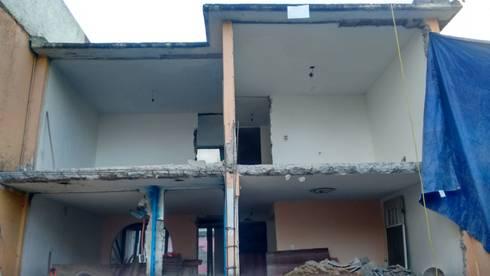 Demolición de la fachada:  de estilo  por Ingenieros y Arquitectos Continentes