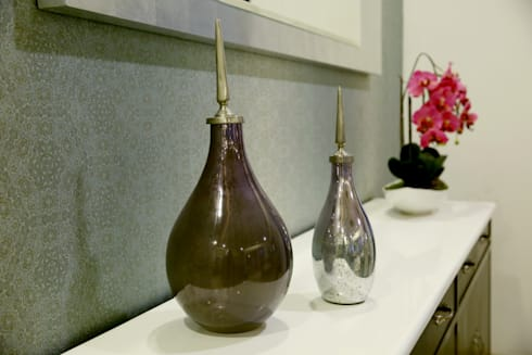 Accessories: modern Dining room by renu soni interior design