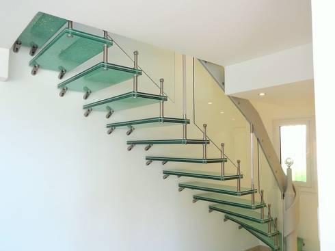 escaliers marches verre par passion bois homify. Black Bedroom Furniture Sets. Home Design Ideas