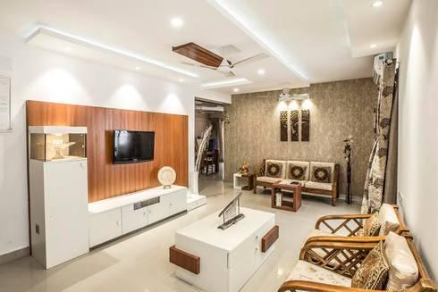 Ezhilagam: modern Living room by Spacestudiochennai