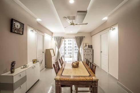 Ezhilagam: modern Dining room by Spacestudiochennai