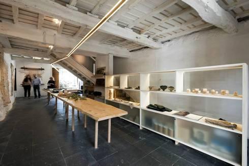 Arts & Crafts Centre Casa da Senhora Aninhas: Escritórios e Espaços de trabalho  por Arquitectura Sensivel
