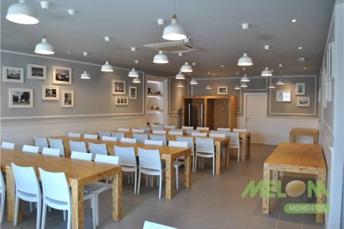 Refeitório Centro Social: Salas de jantar clássicas por MELOM Momentos