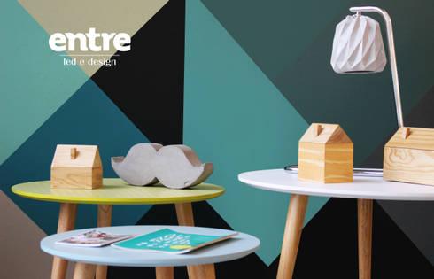PRIMAVERA VERÃO: Sala de estar  por Entre Led e Design