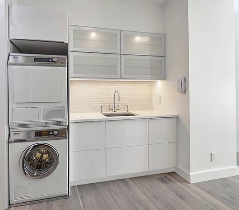 Downtown White on White Apartment: minimalistic Kitchen by Andrew Mikhael Architect