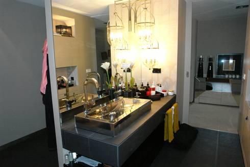 Apartamento - Restauro: Casas de banho modernas por Decorando - Inner Spaces