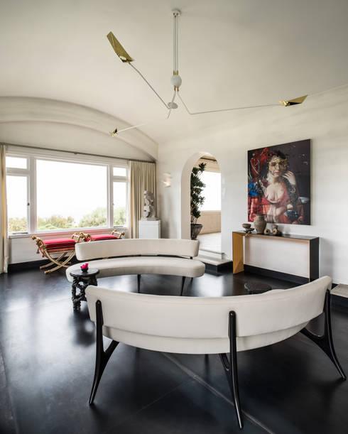 SALA DE ESTAR EM TELEGRAPH HILL: Cozinhas modernas por Antonio Martins Interior Design Inc
