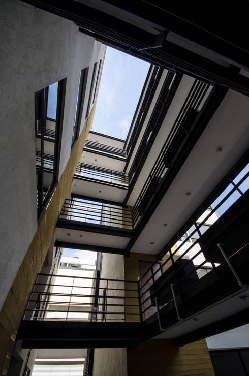 Vista patio de iluminación:  de estilo  por PABELLON de Arquitectura