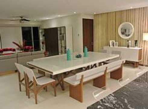 Comedor: Comedores de estilo minimalista por ArtiA desarrollo, arquitectura y mobiliario.