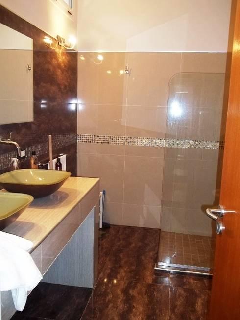 Banheiros coloniais por Liliana almada Propiedades