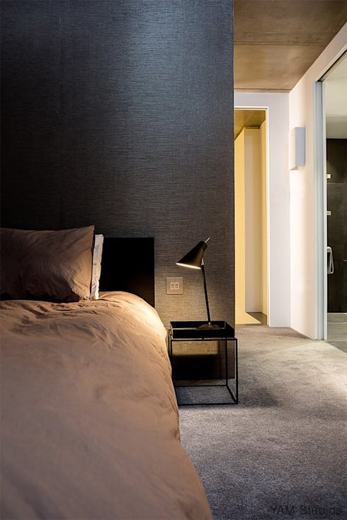 Dormitorios de estilo industrial por YAM Studios
