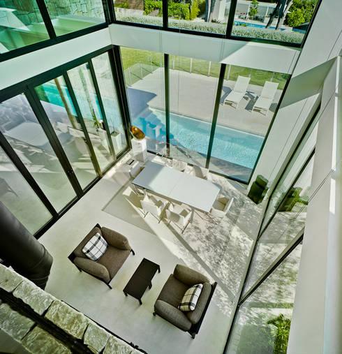 Salas de estar mediterrânicas por Aguilar Arquitectos