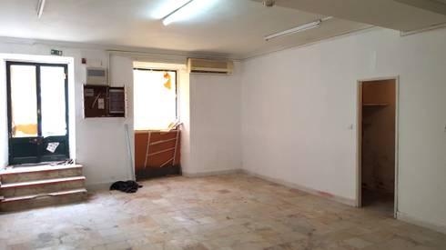 Zona de entrada/Antes: Clínicas  por IsabelazevedoArquitectura&Interiores