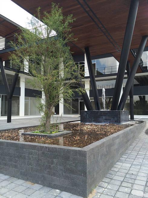 Detalle estructura-fuente: Centros Comerciales de estilo  por AParquitectos