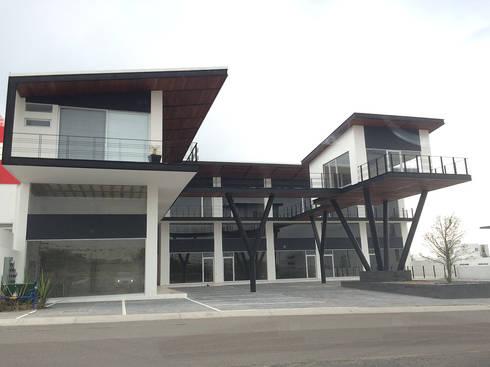 Plaza Lagoon: Centros Comerciales de estilo  por AParquitectos