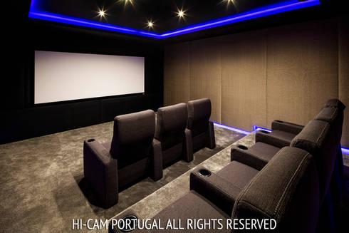 Monte Golf: Salas multimédia modernas por Hi-cam Portugal