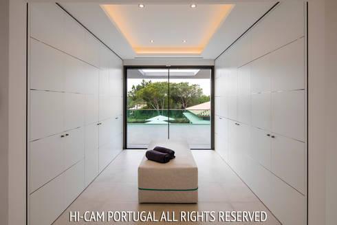 Monte Golf: Closets modernos por Hi-cam Portugal