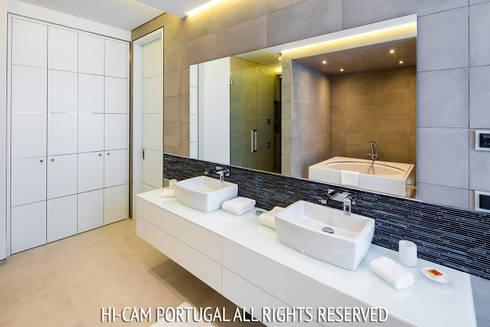 Monte Golf: Casas de banho modernas por Hi-cam Portugal