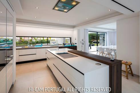 Monte Golf: Cozinhas modernas por Hi-cam Portugal