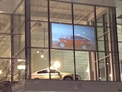 Projection film:  de estilo  por White & Clear