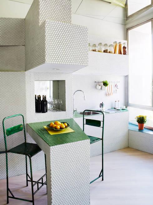 廚房 by Zooco Estudio