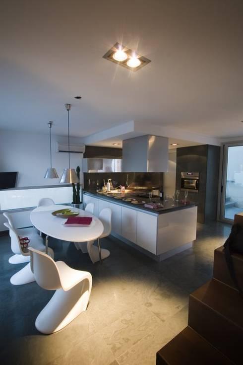 Cozinhas modernas por Ceres A+D