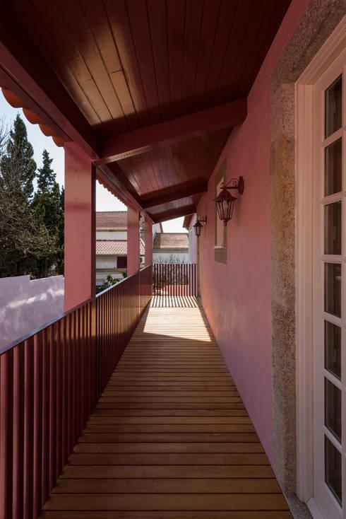 Alpendre: Casas clássicas por ABPROJECTOS
