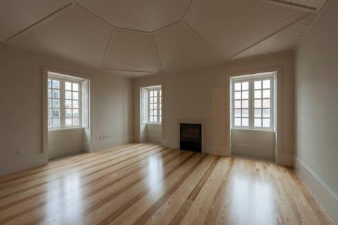 Sala de Estar: Salas de estar clássicas por ABPROJECTOS