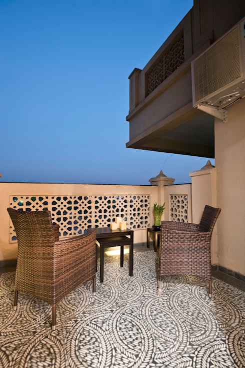 Residence Interiors at Mukundnagar, Pune:  Terrace by Urban Tree