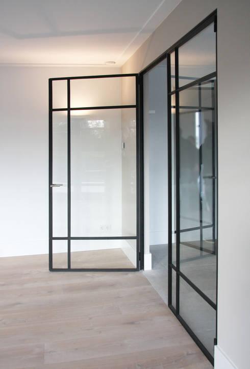 Corridor & hallway by Arend Groenewegen Architect BNA