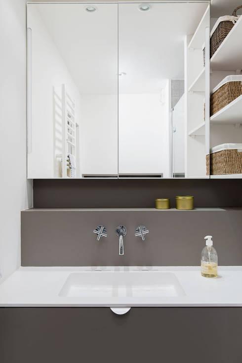 ห้องน้ำ by atelier DiTO